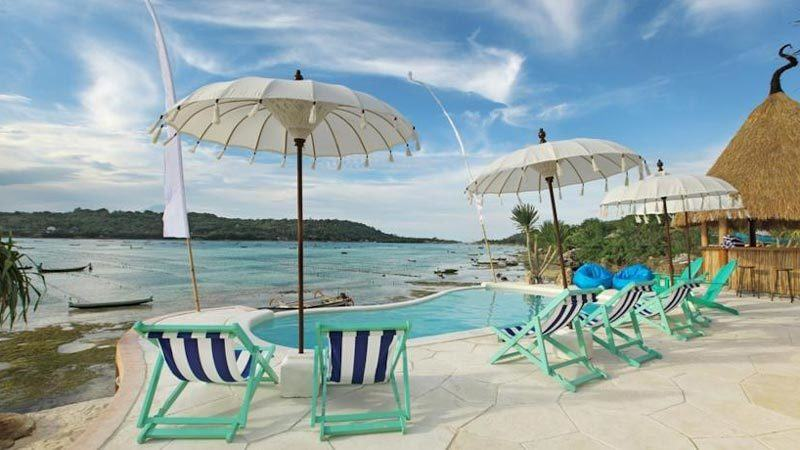 Bali beach clubs: Le Pirate is located on the island of Nusa Ceningan